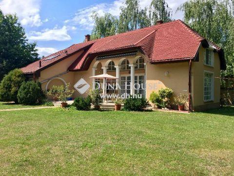 Eladó Ház, Bács-Kiskun megye, Kecskemét - Csodaszép parkos kerttel, igényes családi ház
