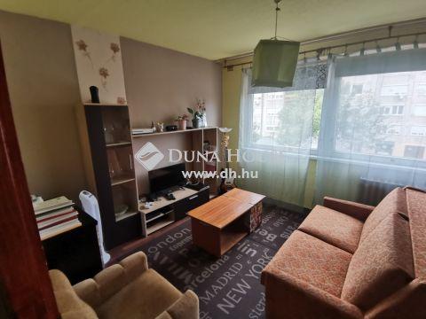 Eladó Lakás, Bács-Kiskun megye, Kiskunfélegyháza - Első emeleti 63 m2-es 2 szobás, erkélyes lakás