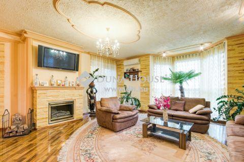 Eladó Ház, Budapest - Felszerelt luxus otthon, akár két generációnak!