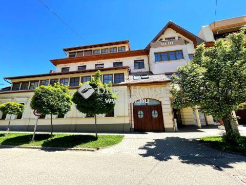 Eladó Lakás, Bács-Kiskun megye, Kiskunfélegyháza - Kiskunfélegyháza sétáló utcájában 2008-as építésű, 90 m2-es, gyönyörű, 2. emeleti lakás