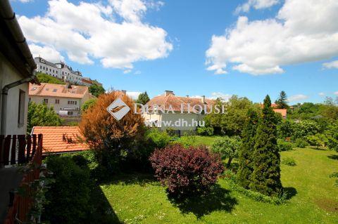 Eladó Ház, Veszprém megye, Veszprém - Deák Ferenc utca Ostrom lépcső találkozásánál