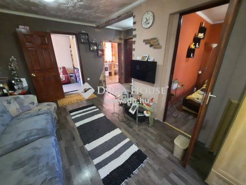 Eladó Ház, Bács-Kiskun megye, Kiskunfélegyháza - Nappali + 2 szobás ház szép rendezett portával