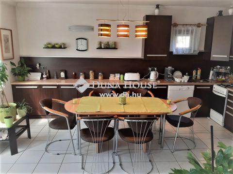 Eladó Ház, Pest megye, Szigetszentmiklós - Központban jó állapotú, 183m2-es családi ház eladó!