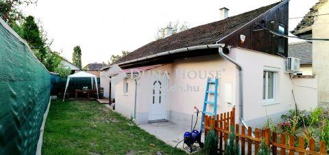 Eladó Ház, Budapest 20. kerület - felújított önálló családi ház, diszktrét kerttel és garázzsal!