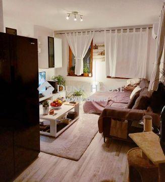 Eladó Lakás, Pest megye, Váckisújfalu - Újtelep utcában, újszerú nappali + 2 háló